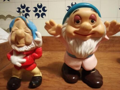 Immagine al dettaglio di due nani entrambi Walt Disney , uno prodotto da Ledra Plastic e l'altro Made in Korea