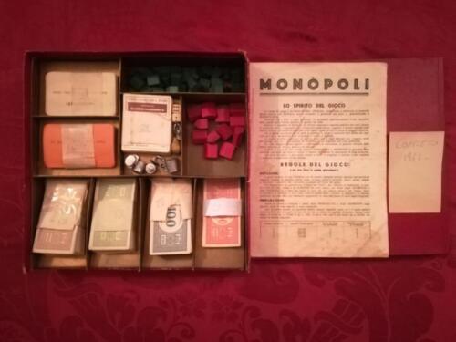 Immagine del gioco da tavolo in scatola. Fondo scatola di color oro e in stato ottimale.