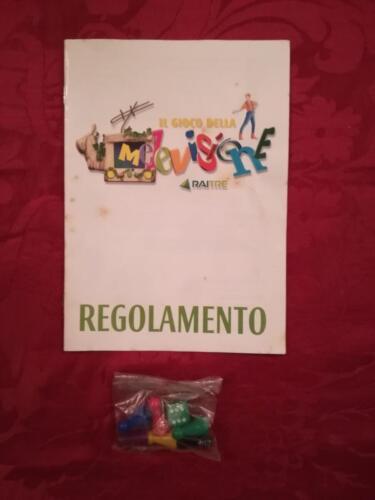 Regolamento del gioco , le 6 pedine colorate e il dado verde.