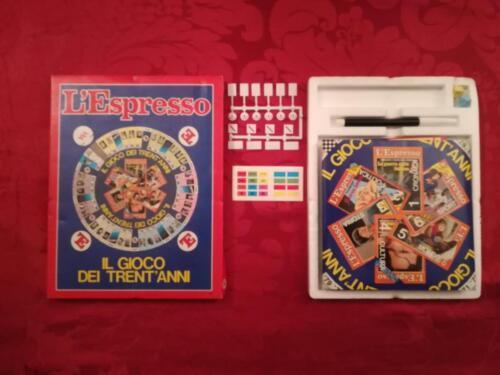 """Veduta del gioco """"Il gioco dei trent'anni"""" e del suo contenuto in scatola."""