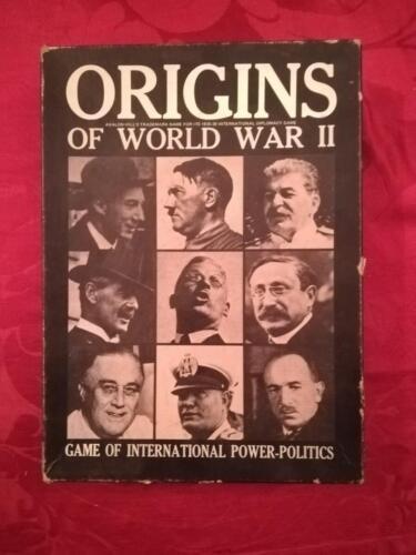 Altra veduta del coperchio della scatola con raffigurati i più importanti esponenti che furono la causa dello scoppio della II Guerra Mondiale.
