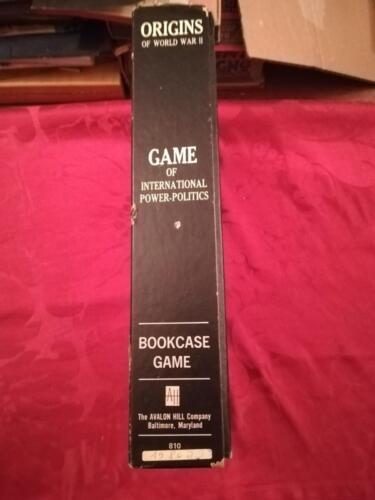 """Spessore della scatola del gioco con veduta della marca """"Avalon Hill""""."""