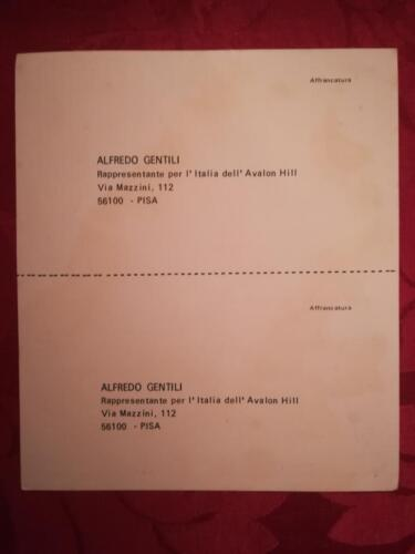 """Cartolina dove viene riportato il nome del rappresentante dei giochi americani di guerra """"Avalon Hill"""" in Italia."""