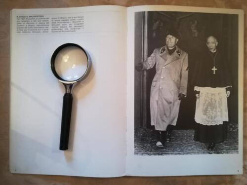 Una delle tante illustrazioni di vecchie fotografie di Tullio Farabola.Fotografia rappresentante Mussolini e l'arcivescovo di Milano.