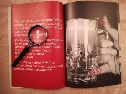 """Immagini umoristiche del """"ruolo"""" delle dita per varie azioni quotidiane come il bere."""
