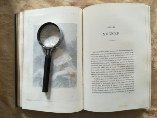 Inizio del testo riguardante Madame Necker. (Tutte le incisioni del libro sono coperte da una velina protettiva).
