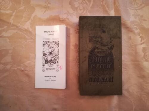 Scatola e libretto di istruzioni del mazzo dei tarocchi.