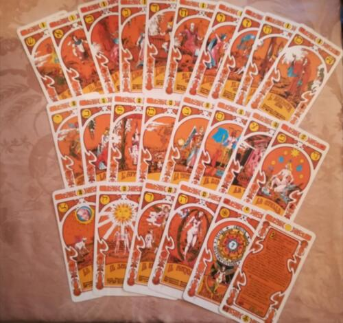 Veduta delle 22 carte dei Tarocchi più una introduttiva e una di spiegazione.