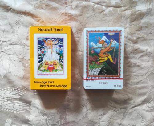 Veduta del mazzo di carte sigillato e della scatola in stato ottimale.