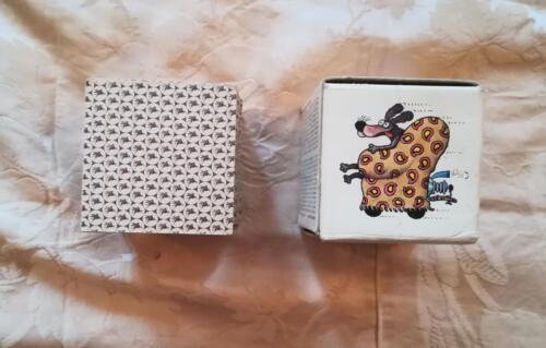 Veduta del retro delle carte con piccolo logo della Mobil e di un'immagine illustrata su un lato della scatola anche presente in una coppia di carte.