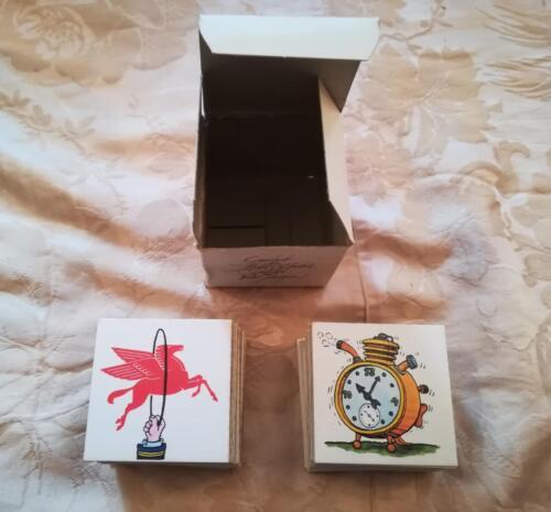 Contenuto della scatola ed il suo interno in ottimo stato. Carte senza difetti e scatola che ha conservato bene la sua forma cubica e in ottimo stato.