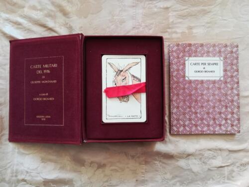 Cofanetto aperto , con carte estraibili tramite il laccio rosso e libretto di Giorgio Bignardi.