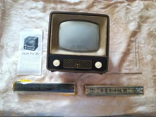 Veduta del contenuto completo della scatola del Dux Tv.