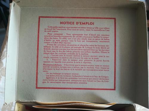 Istruzioni d'uso scritte sul coperchio.