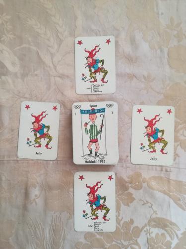 Le 4 carte del Jolly e il mazzetto delle altre 56 carte.