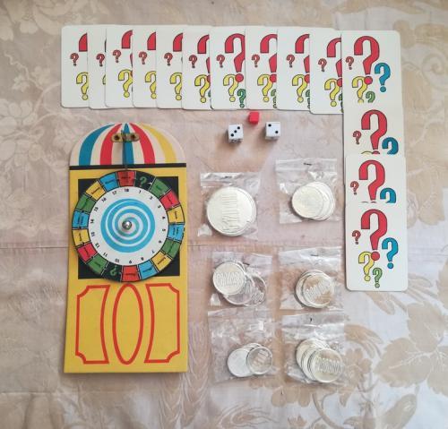 La ruota della fortuna , le 14 carte indizio , le monete e i dadi (anche se richiesto solo 1).