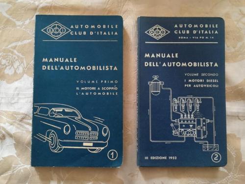 Belle legature blu dei due volumi di automobilismo.